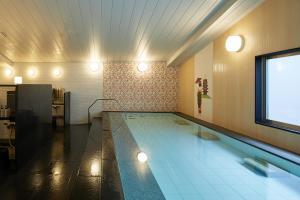 Kolam renang di atau di dekat Almont Hotel Kyoto