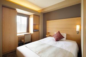 Tempat tidur dalam kamar di Almont Hotel Kyoto