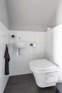 A bathroom at B&B Stil de Tijd
