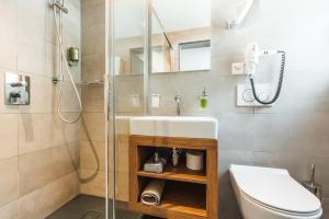 Salle de bains dans l'établissement Matterhorn Inn