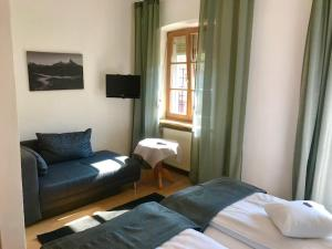 Ein Sitzbereich in der Unterkunft Hotel Bavaria