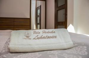 Postel nebo postele na pokoji v ubytování Vila Hedvika