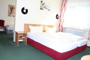 Een bed of bedden in een kamer bij Alte Thorschenke