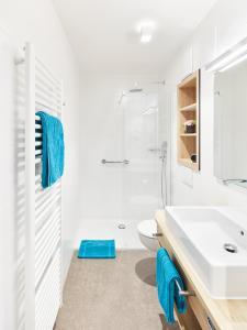 A bathroom at Gästehaus Bauer - Schlafen auf dem Weingut