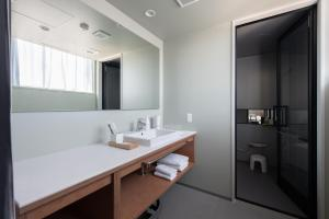A bathroom at KAIKA TOKYO by THE SHARE HOTELS