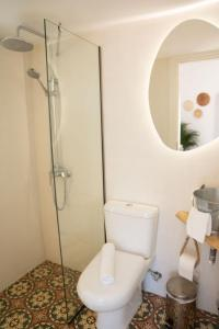Ένα μπάνιο στο Gigi Rooms
