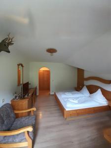 Ein Bett oder Betten in einem Zimmer der Unterkunft Gasthof Und Hotel Maria Gern
