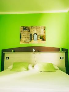 A bed or beds in a room at Le Sirene Castellabate