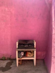 As comodidades para churrasco disponíveis para os clientes desta casa de campo