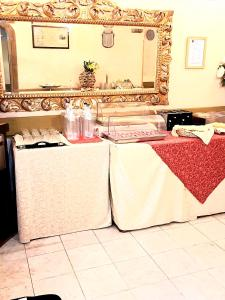 A restaurant or other place to eat at iH Hotels Firenze Select