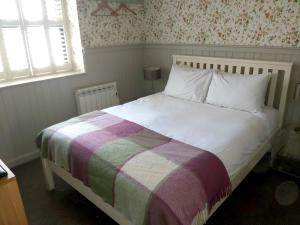 A bed or beds in a room at Brooks Guesthouse Bristol