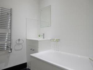 A bathroom at Double Room, Chatham Dockyard