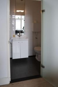 A kitchen or kitchenette at Hotel Room11
