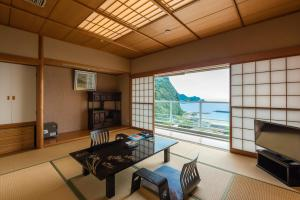 A seating area at Nishiizu Crystal View Hotel
