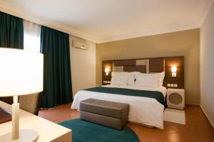 Кровать или кровати в номере Kenzi Europa