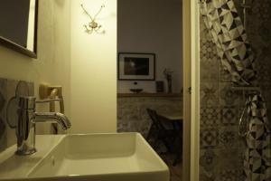 A bathroom at Le Refuge aux étoiles