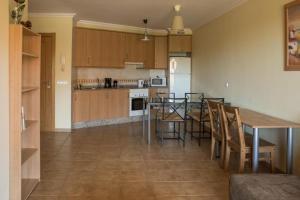 A kitchen or kitchenette at Apartamentos Sotavento - Playa La Tejita - El Médano