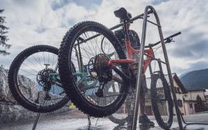 Biking at or in the surroundings of Ski & Bike Hotel Montana