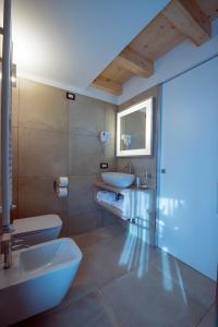 A bathroom at Hotel La Meridiana