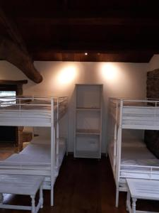 A bunk bed or bunk beds in a room at Albergue o Xistral