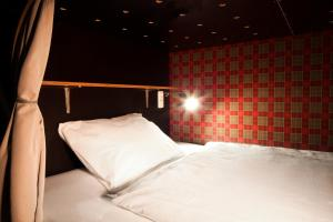 A bed or beds in a room at Hostel die Wohngemeinschaft