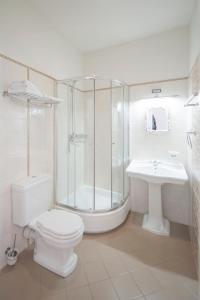 A bathroom at Malpils Manor