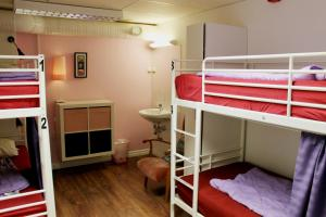 A bunk bed or bunk beds in a room at City Lodge Stockholm