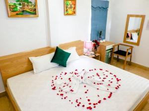 A bed or beds in a room at catba sunrise hotel