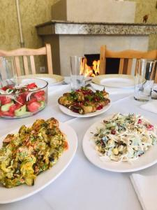 Обед и/или ужин для гостей Tbili Sakhli Guest House
