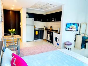 A kitchen or kitchenette at Luxury Studio Apartment With Full Dubai Marina Views