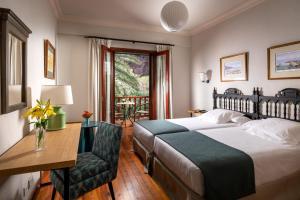 A bed or beds in a room at Parador de El Hierro