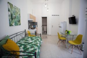 A seating area at Aimou Studios & Apartments Piraeus