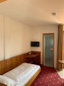 Ein Bett oder Betten in einem Zimmer der Unterkunft Hotel Erlenbacher Hof