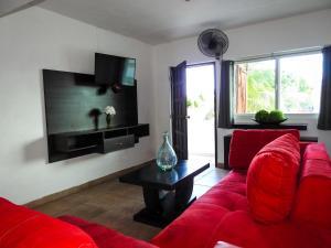 A seating area at Hostelito Chetumal Hotel + Hostal