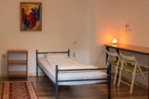 A bed or beds in a room at Zen Hostel by Pura Vida