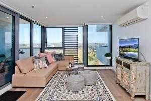A seating area at Spectacular Private Balcony Views with Pool