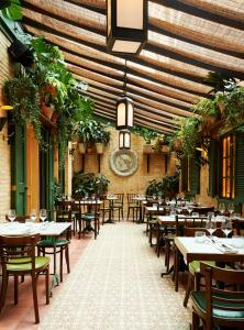 A restaurant or other place to eat at The Marlton Hotel