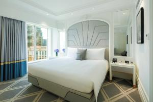 A bed or beds in a room at The Parisian Macao