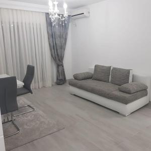 A seating area at apartament de lux
