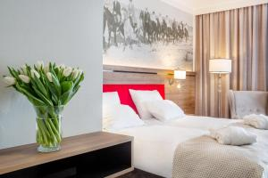 A bed or beds in a room at Sopotorium Hotel & Medical Spa