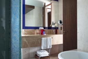 Salle de bains dans l'établissement Jumeirah Creekside Hotel