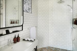 A bathroom at Mövenpick Hotel The Hague