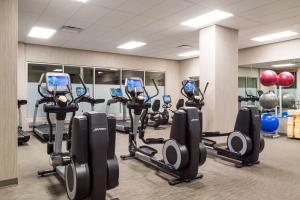 The fitness centre and/or fitness facilities at Hyatt Place Denver Downtown