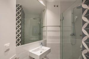 A bathroom at Benagil Boutique Guesthouse