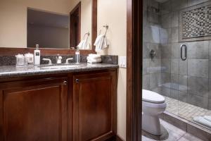 A bathroom at The Gant