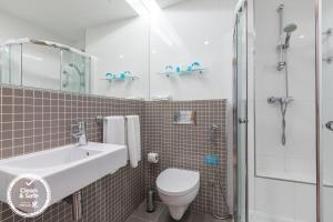 A bathroom at Dom Jose Beach Hotel (Plus)