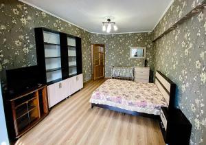 Кровать или кровати в номере Apartment on Roz 31