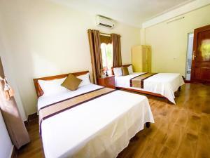Giường trong phòng chung tại Gold Plus Hotel