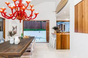 A kitchen or kitchenette at Your Luxury Escape - OneCoral - Luxury Living at Byron Bay