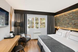 A bed or beds in a room at Melia Sierra Nevada